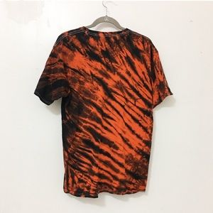 Vintage Shirts - Used/ tie dye tiger print graphic tee